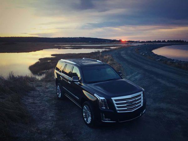 2016-Cadillac-Escalade-from-above