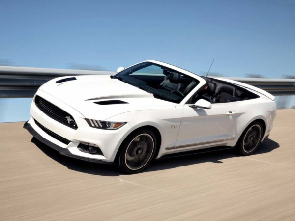 Rent a Ford Mustang 2016 Convertible in Dubai