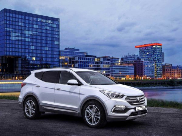 Rent a Hyundai Santa Fe 2016 in Dubai