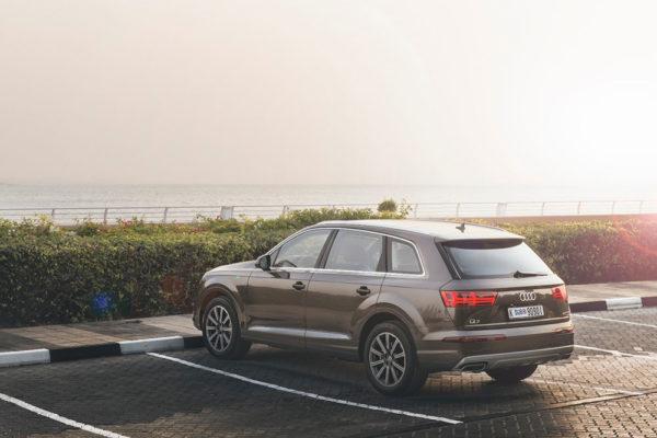 Rent-Audi-Q7-in-Dubai-3