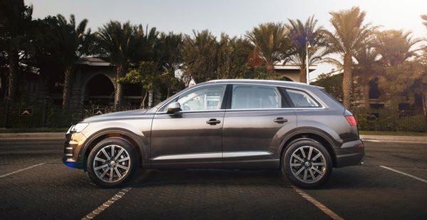 Rent-Audi-Q7-in-Dubai-4