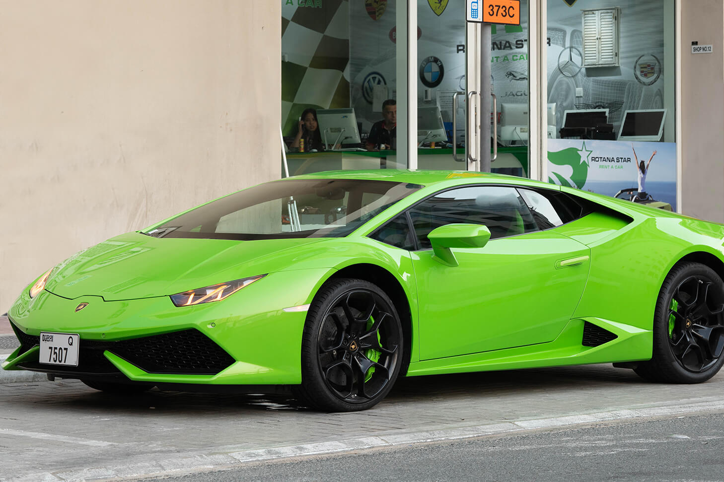 Rent Lamborghini Huracan in Dubai