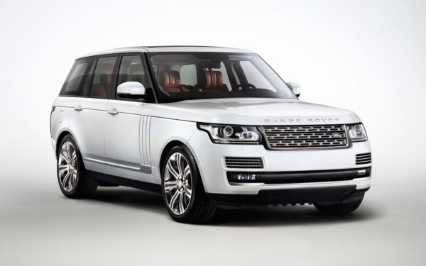 Rent-Range-Rover-Vogue-2017-in-Dubai-3