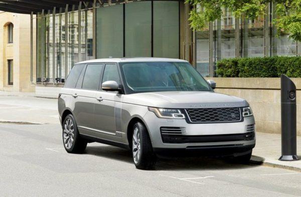 Rent-Range-Rover-Vogue-2019-in-Dubai-4