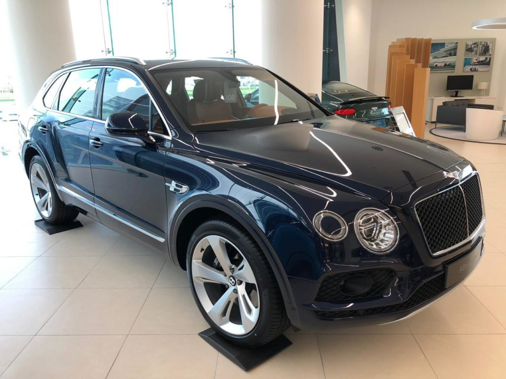 Rent_a_Bentley_Bentyaga_in_Dubai_01