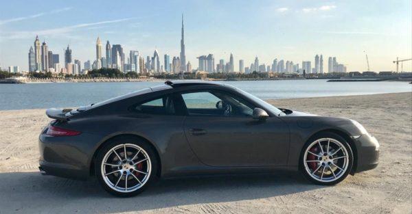 Rent_a_Porsche_911_in_Dubai_03
