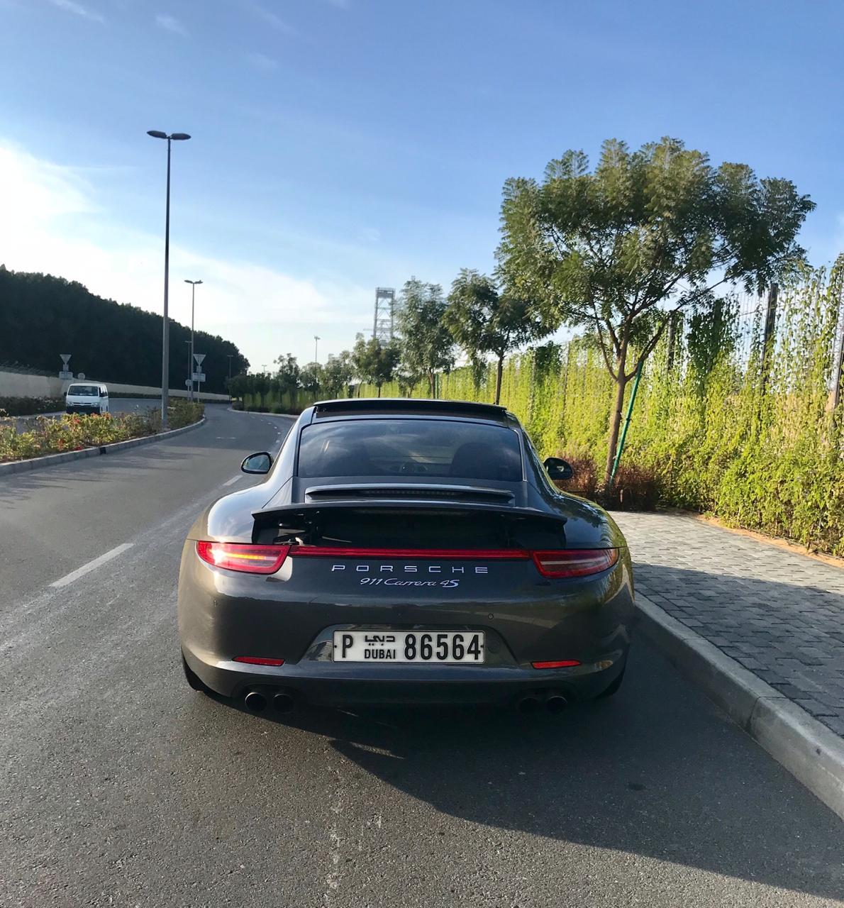 Rent_a_Porsche_911_in_Dubai_04
