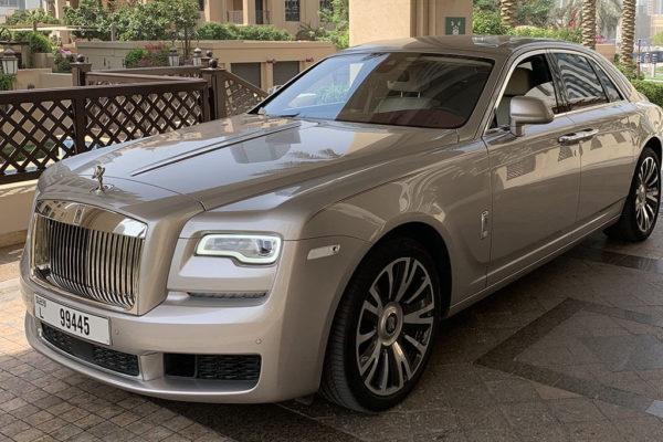 Rent_a_Rolls_Royce_Ghost_in_Dubai_01