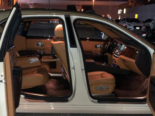 Rent_a_Rolls_Royce_Ghost_in_Dubai_06