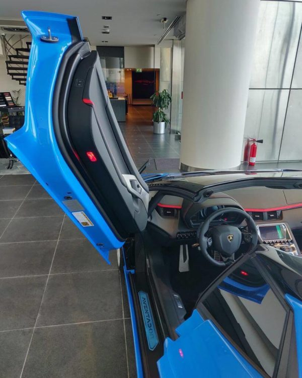 rent-lamborghini-aventador-s-roadster-convertible-dubai